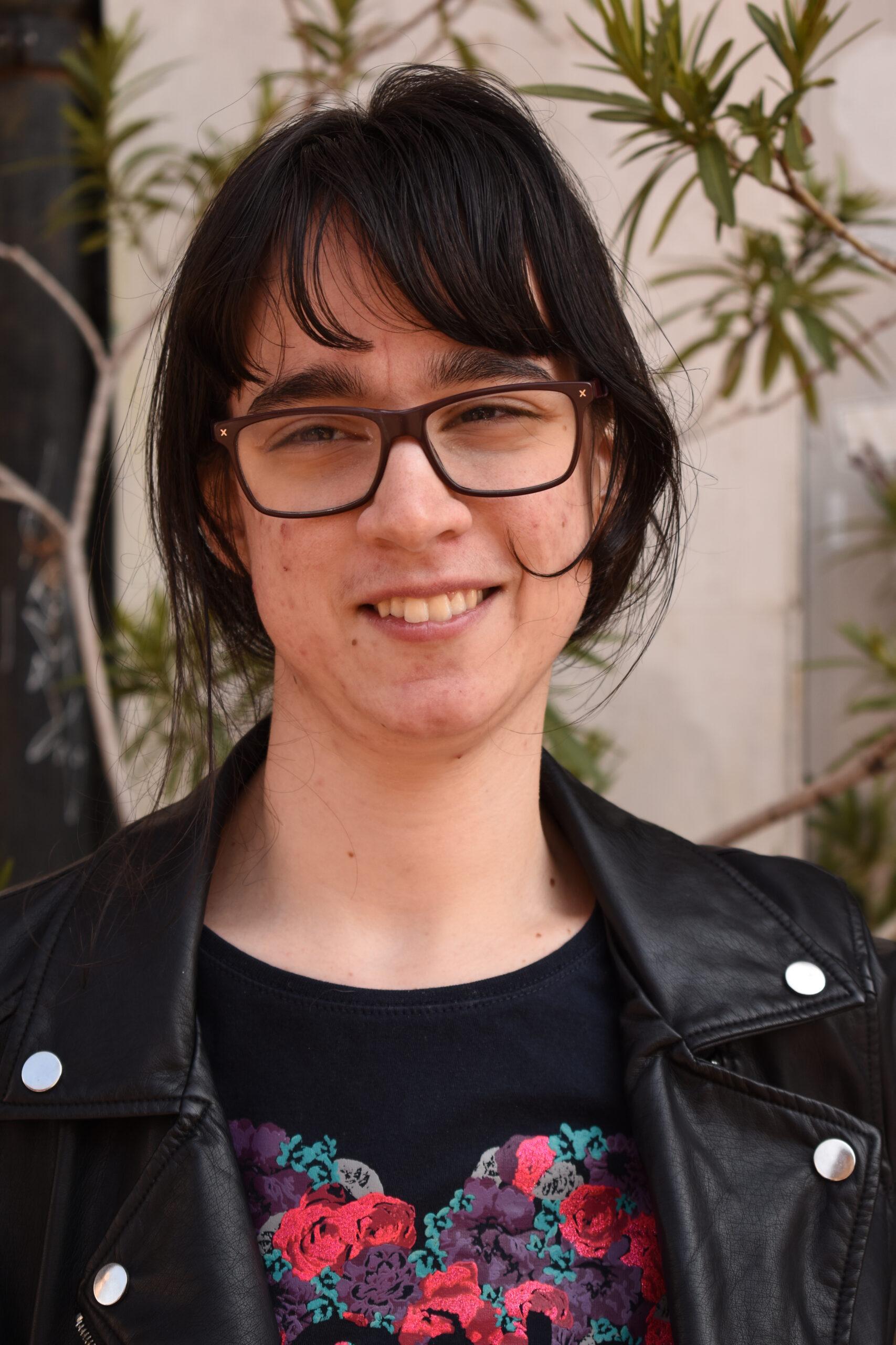 BRUNA (24) Voli glazbu. Pohađala je graditeljsku školu. Ima sestru i tri mačke koje se zovu Bleki, Brko i Vilma.