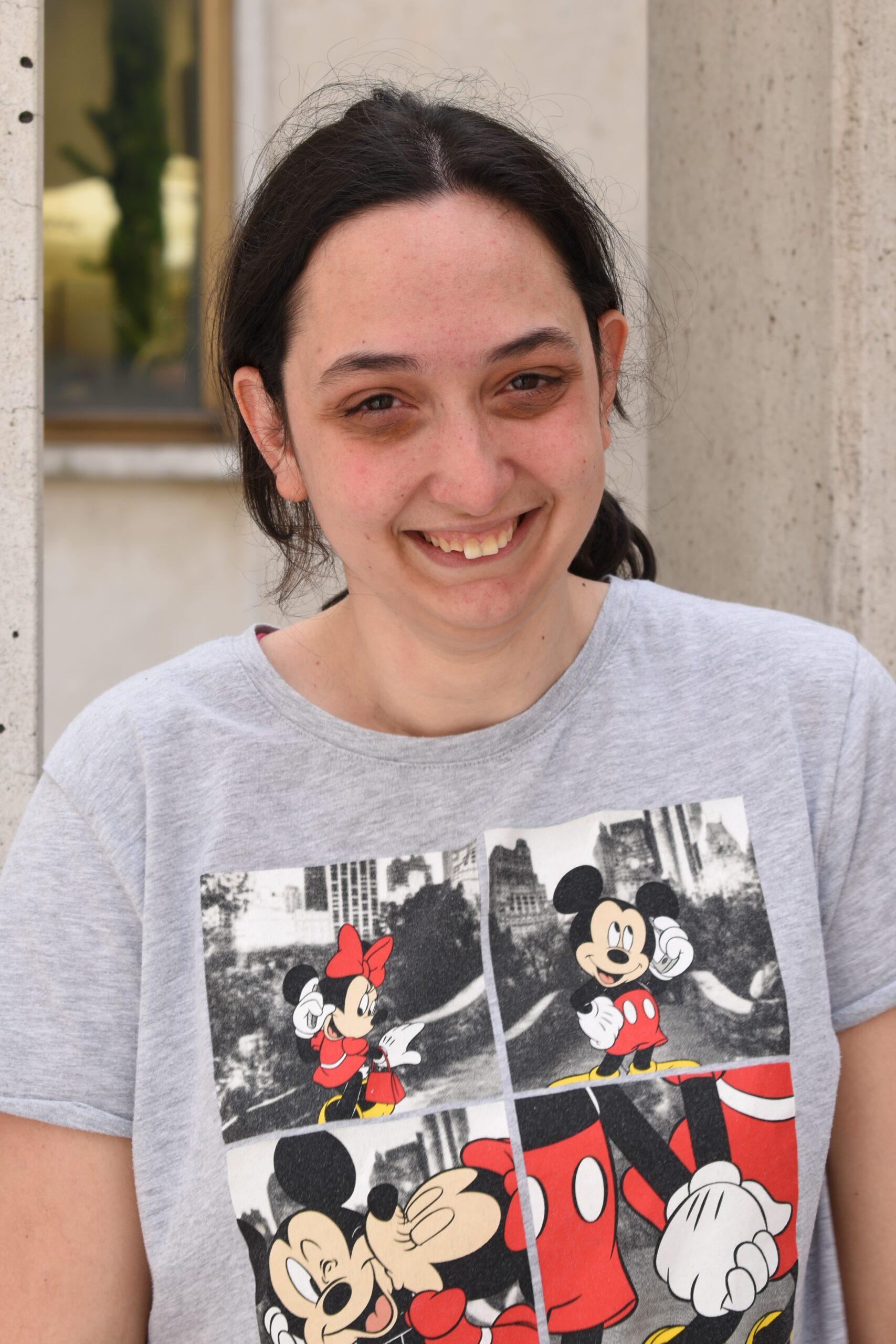 ELENA (25) Voli slušati muziku i ima braću blizance.