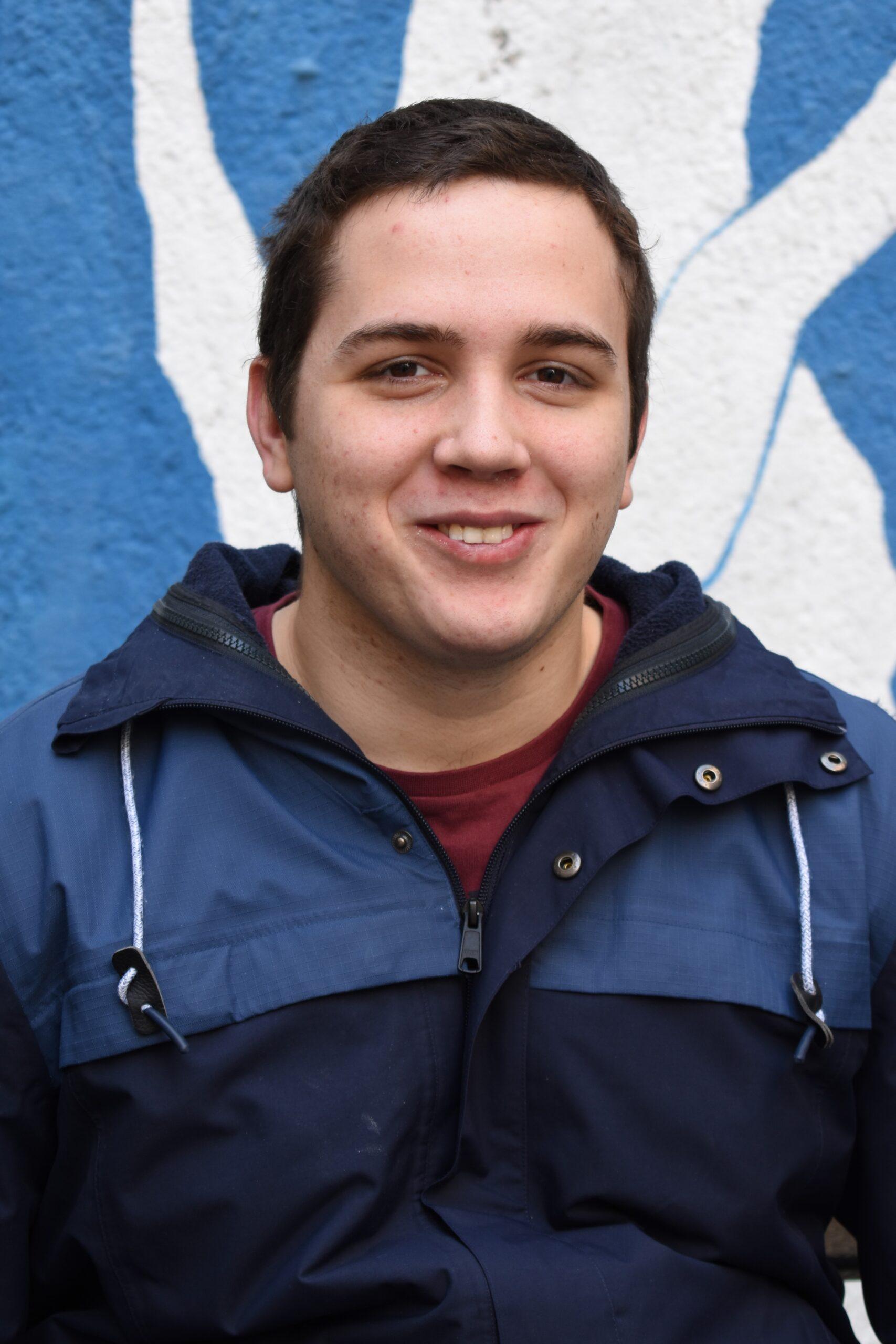 FILIP (21) Veliki ljubitelj kuhanja, šetnji u prirodi i kompjuterskih igrica. Voli pomagati drugim ljudima kad god je potrebno.
