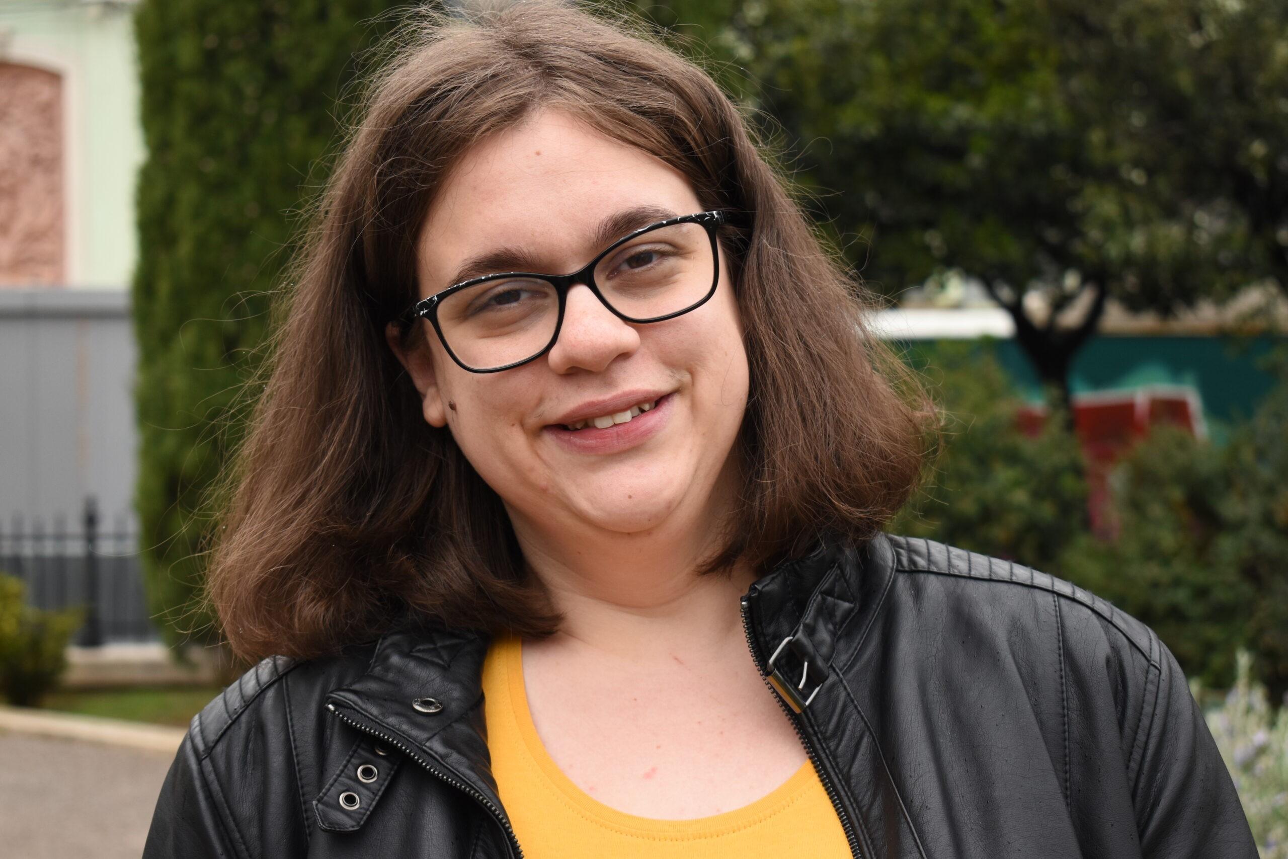 KARLA (29) Već dugi niz godina dio je plesne grupe Magija. Obožava ples i putovanja. Da se nju pita, svaki dan bi bila u nekom drugom gradu.Ono što Karla nikako ne voli jest nepravda.
