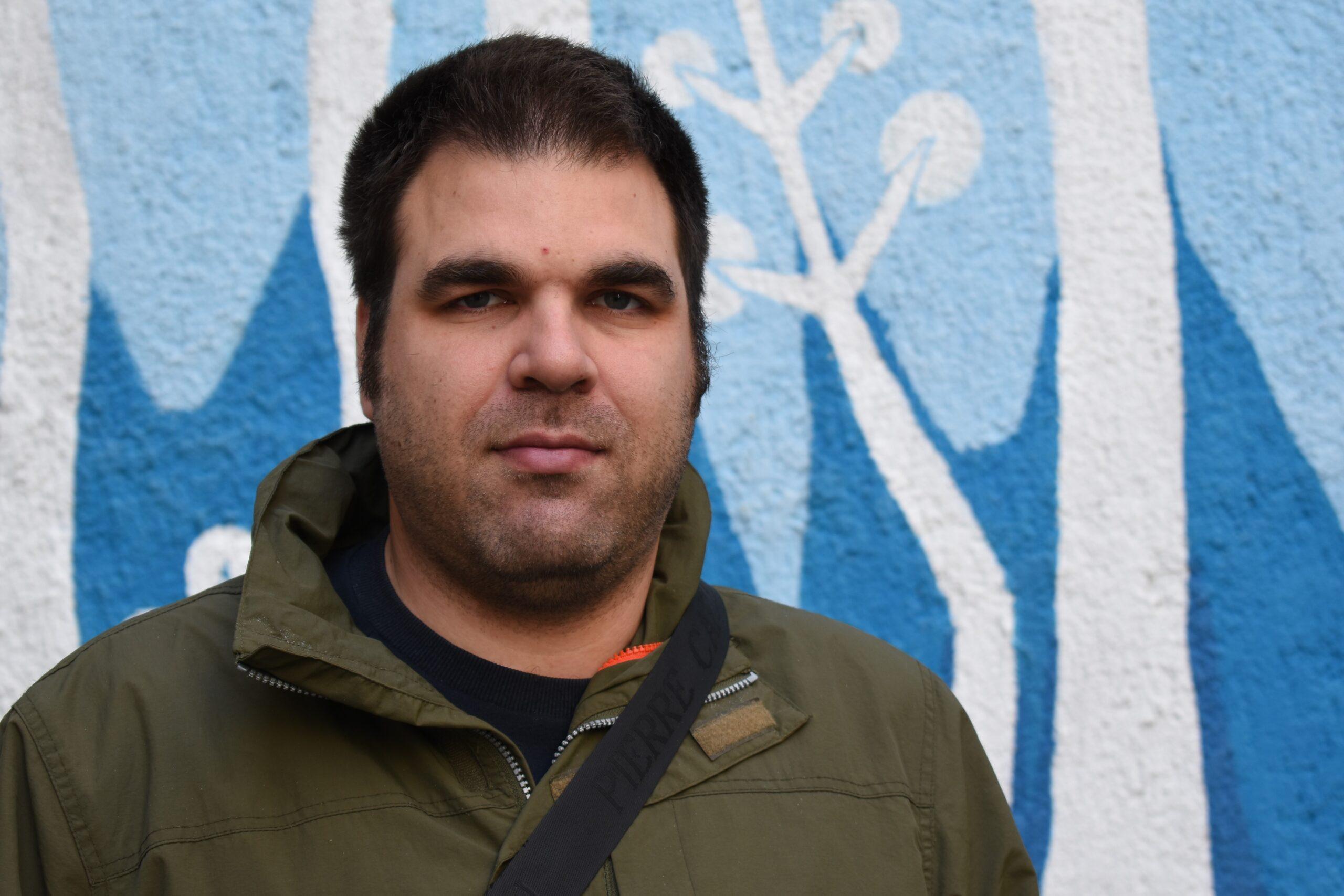 MATIJA (30) Ponosan je što je Jakovar (mještanin Jadranova). Zna sve ljude na planeti.